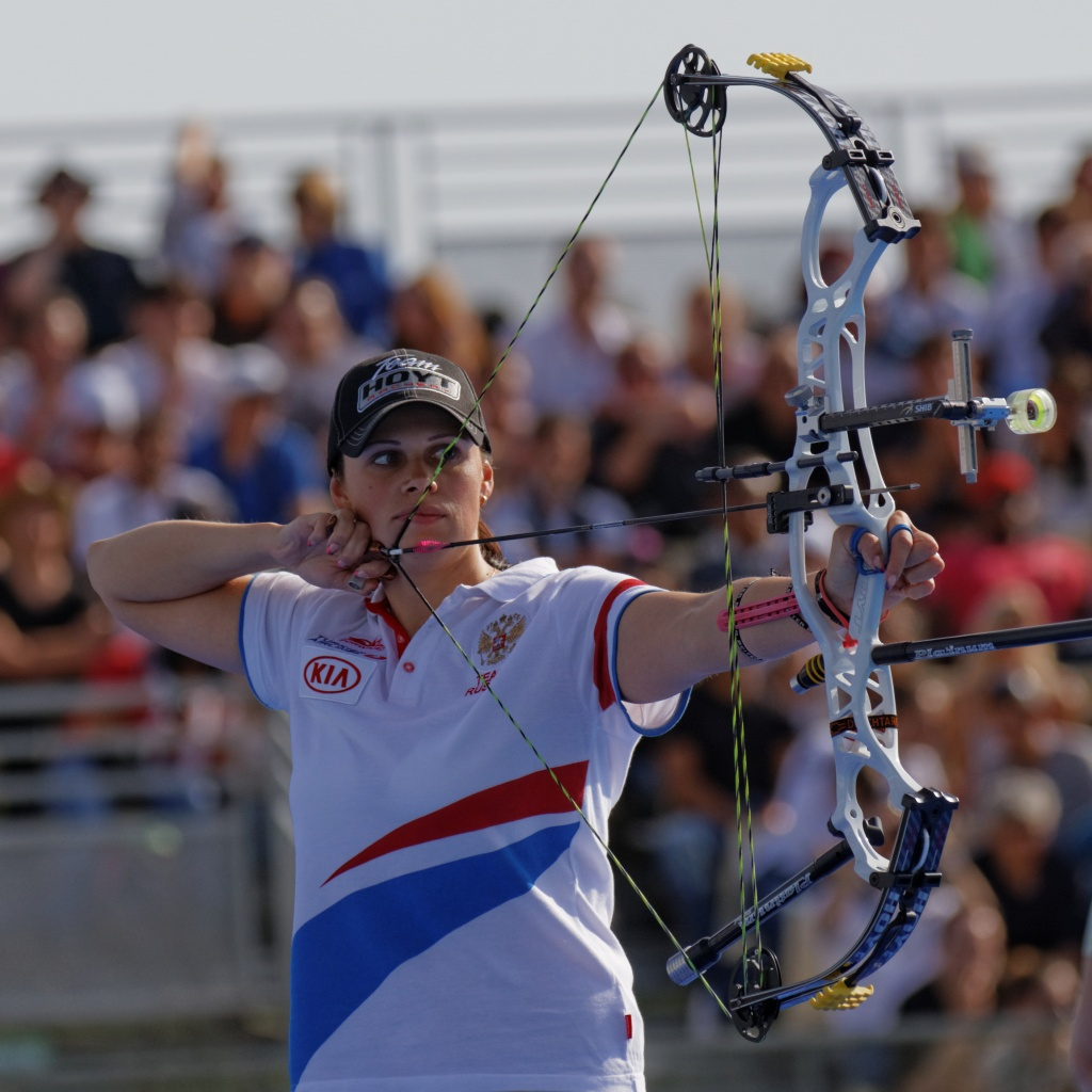 2013_FITA_Archery_World_Cup_-_Women's_individual_compound_-_3rd_place_-_04.jpg